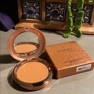 Radiant matte bronzing powder